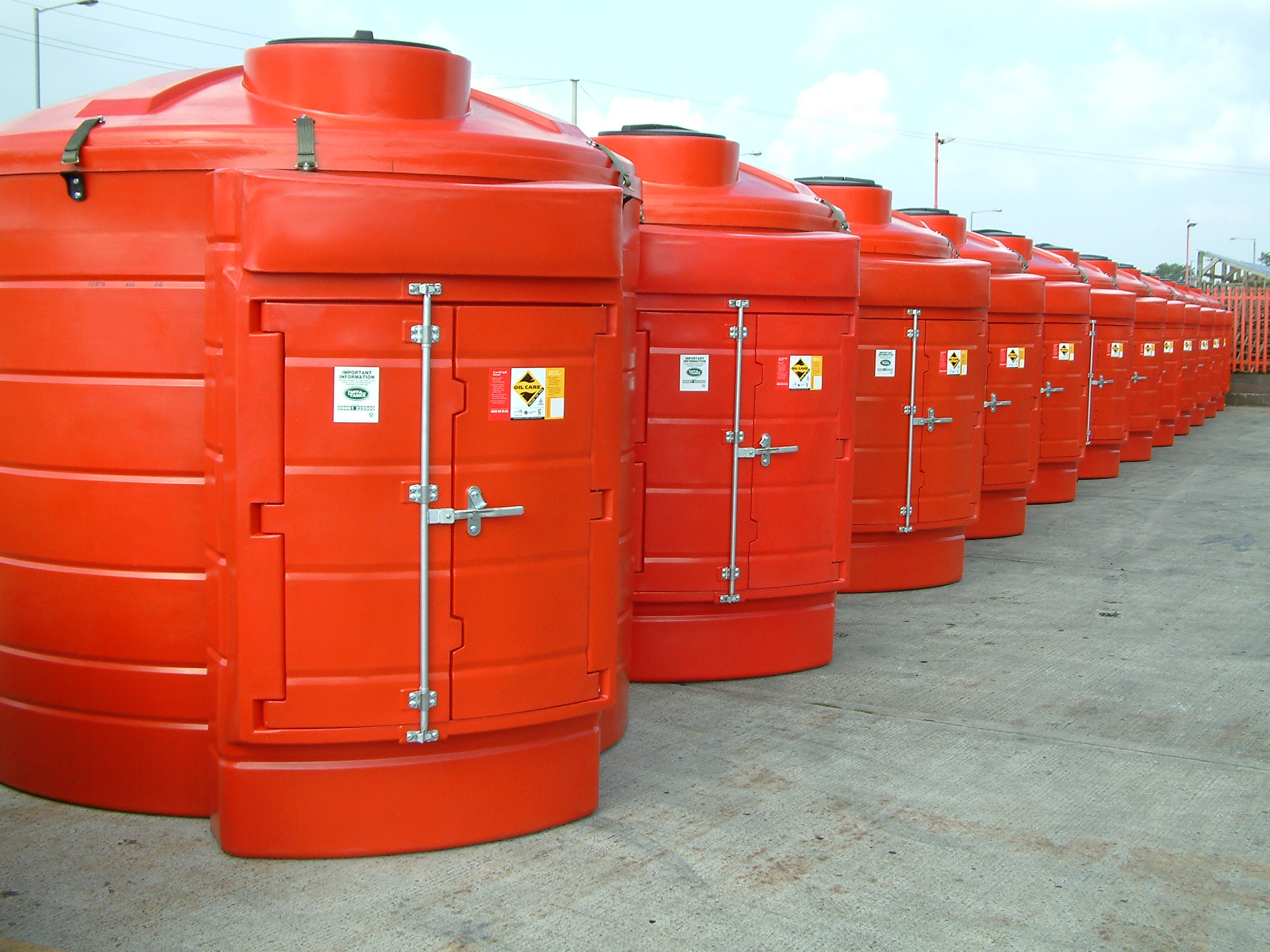 Red Total Glomax Tuffa Tanks